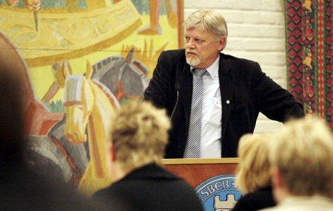 UVERDIG: TB hjelper Bent Moldvær i hans bestrebelse på å fremstå som en moralsk og ansvarlig varaordfører. Foto: Eric Johannessen