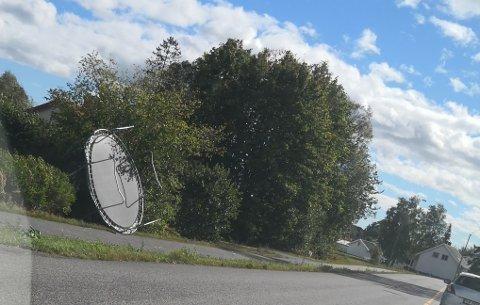 TATT AV VINDEN: Meterologene anbefaler alle å sikre løse gjenstander, som for eksempel trampoliner, slik at de ikke blåser avgårde. (Arkivfoto)