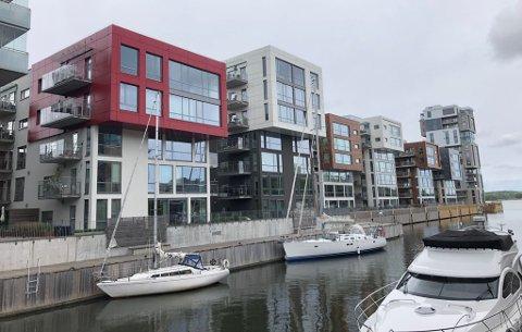 VÅR EGEN «BARCODE»: Kaifronten til seneste byggetrinn på Kaldnes brygge, med høyhuset Signaturen lengst vekk.