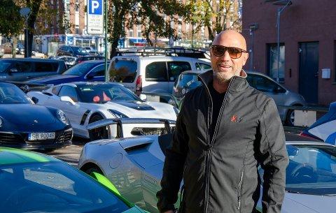 MEDHUS: Olav Medhus fra Andebu starter i vår sin tredje bilbutikk. Bildet er tatt på Brygga i Tønsberg i 2018, i forbindelse med en rundtur sammen med andre bilinteresserte venner.