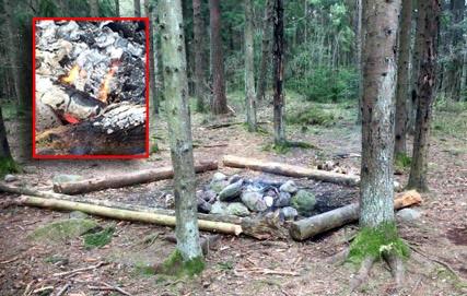 Bildet er sendt inn av en anonym tipser som gikk tur i Råelåsen på lørdag og så en familie kose seg med bål. Dagen etter brant bålet fremdeles.