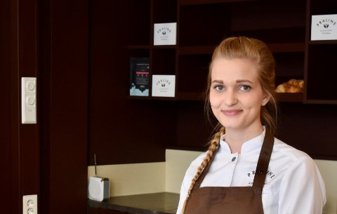 BURSDAG: I helgen feiret Vibeke Thomassen at hun har drevet konditoriet Praline i ett år her i Tønsberg.