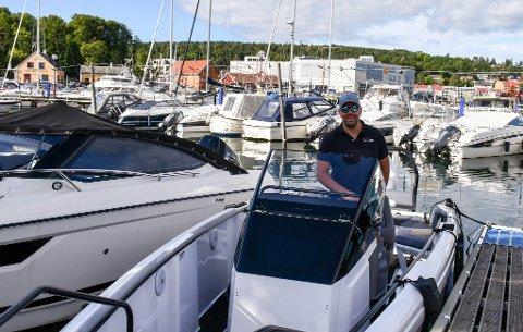 UTFORDRINGER: Pål Herholdt, daglig leder av Herholdt Andersen, regner med færre leveringer av nye båter i 2022.