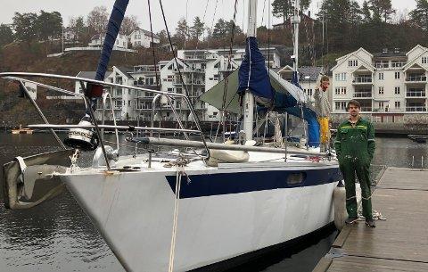 Flytter snart inn: Luise Engesvik og Mathias Rose håper å bruke seilbåten Hanbror som bolig før jul.