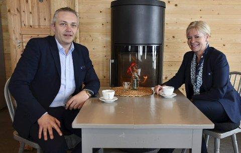 Jan Birger Stebekk er markedssjef og Nina Holte er adm. banksjef i Østre Agder Sparebank. Nå vil de bidra til at gode, lokale prosjekter kan settes ut i livet. Arkivfoto