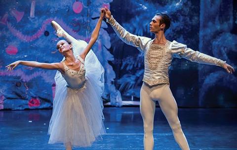 Nøttetvist: Den Norske Ballettskole & Akademi, som står bak Valdres Sommerballett, serverer «Nøtteknekkeren» med en ny vri i kulturhuset på Fagernes lørdag den 23. november.