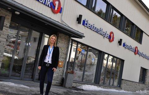 Torill Engebakken frå SpareBank1 Hallingdal Valdres seier at det er jobbmulegheiter i Valdres. Konsernet jobbar med å skape arbeidsplassar lokalt, og håper fleire unge valdrisar vil søkje jobb hjå dei.