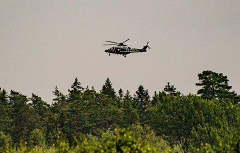 DELTA: Beredskapstroppen til politiet øvde med helikopter over Kroer onsdag ettermiddag.