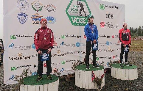 ØVERST: Mattias Stakkeland øverst på pallen. På 2. plass Jakob Høsøien, og 3. plass til Emil Hage Streitlien