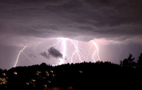 ELEKTRISK: Arkivbilde fra lynnedslag over Oslo en julidag i 2008.