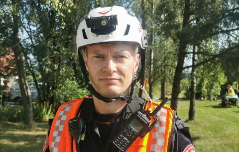 JOBBER INTENST: Utrykningsleder Jørgen Lie i Oslo brann- og redningsetat sier slokkingsarbeidet er vanskelig for mannskapene. Foto: Helene Halvorsen Rossholt