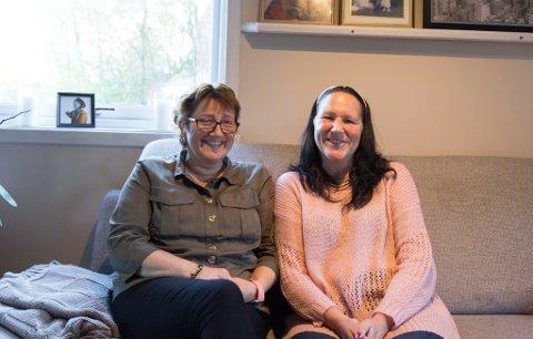 HELDIGE: May Gunn Ellingsen og Anne Marit Indrøy er begge råka av brystkreft. Dei føler seg heldige som bur i eit land kor behandlinga er gratis. – Ei sprøyte cellegift kosta nær 50.000 kroner, tenk korleis det hadde vore å bu i eit land som ikkje har gratis kreftbehandling, seier Indrøy.