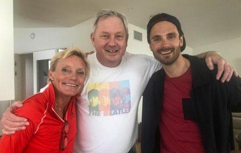 Anette Bøe sammen med Benn Eidissen og Hans Christer Holund etter Kobberløpet i fjor. Nå kommer Bøe tilbake for å holde skikurs på Jakobsbakken. Foto: Svein Spjelkavik
