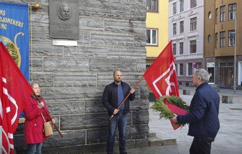 Atle Rasmussen (fra El og IT) markerer krigssabotøren Reidar Olsen. Talen sendes i opptak 1. mai.