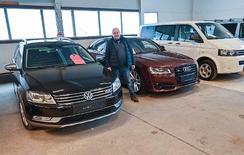 REKORDSALG: – 2020 ble et godt år. Etter at jeg flyttet butikken til Ihlenklaiva for ti år siden, har jeg aldri solgt flere bruktbiler enn hva jeg gjorde i fjor, sier Morten Berg.