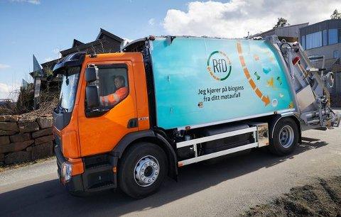 RENOVASJON: Fra 1. juli vil søppelbiler som denne bli et vanlig syn i Sigdal, for da overtar Rfd avfallshåndteringen i kommunen.