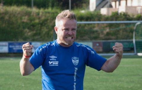 ENGASJERT: Kristian Holte er særdeles engasjert – både når det går bra og når det butter imot. – Det er fantastisk å få drive på med dette og få større klubber på besøk til Moi, sier han