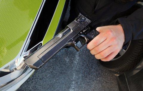REPLIKA: Denne pistolkopien skal 31-åringen fra Drammen ha truet 14-åringen med under den fem timer lange kidnappingen i august 2019.