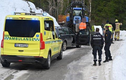 TIL SYKEHUS: En person ble kjørt til sykehuset etter en ulykke i Sylling torsdag morgen.
