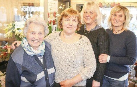 Feirer hele uka: Opdahl Blomster  AS er én av de lengstlevende butikker i Mjøndalen sentrum. Denne uken markerer forretningen jubileet gjennom hele uken. Fra venstre én av stifterne for 65 år siden, Magny Opdahl, videre datteren Berit Opdahl, Mona Kristin Bjerkebo og Lene Christensen.