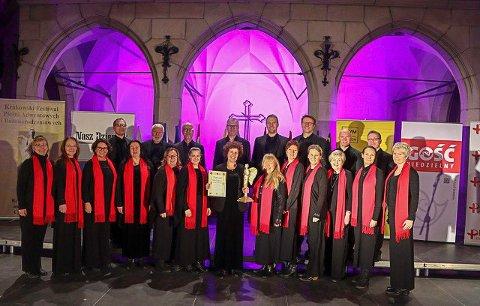 Så sent som i desember gikk Alla Camera helt til topps og vant gull i kammerkor-klassen i konkurransen «9th Krakow Advent & Christmas Choir Festival» i Krakow.
