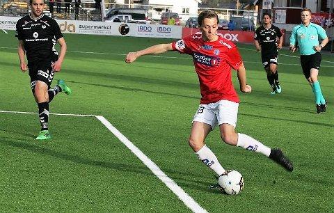 GLER SEG: Johan Vennberg kjem til Florø etter tre år i Kongsvinger. Han skal ha ei kombinert spelar og spelarutviklar-rolle i klubben.