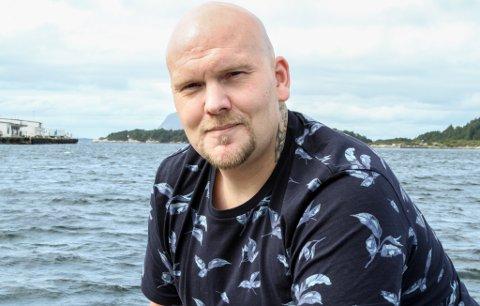 Trond Arne Børstad, 33, er tidlegare rusmisbrukar og flytta til Florø fordi han i ettervernsgruppa her fann det han trengde for å halde seg rusfri. No held han på å utdanne seg til kokk.