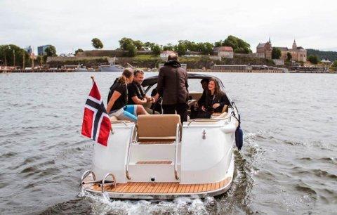 SÅ LANGT SNEKKER: Til no har båtpool-selskapet Kruser kun tilbydd elbåtar i snekke-segmentet, men no skal dei satse også på raskare båtar og har inngått samarbeid med Evoy om motorisering.