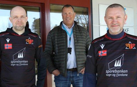 FORNØGD GJENG: Frank Willy Djuvik, Ole Aukland og Roger Anzjøn har stor tru på dei nye lokala til Florø e-sport og satsinga framover.