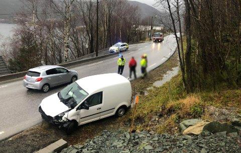 TIL STADES: Lensmann Espen Gulliksen ved ulykkesstaden.