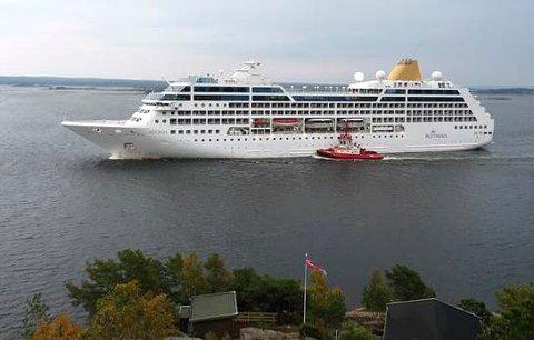 Besøkte Fredrikstad i 2015: Carnivals Adonia testet ut Fredrikstad som cruisehavn, og erfaringene var svært gode. Men så ble søkelyset rettet mot nyheten om fremmedkrigerne fra Lislebyveien. (Arkivfoto: FB)