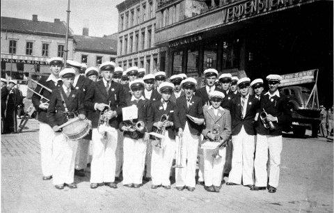 BYTUR: Råde Musikkorps - under navnet Råde Ungdomskorps - bidro i et stort bondestevne i Oslo i 1938. Avisene kunne berette om det minste korpset med de yngste musikantene. Men de spilte godt!
