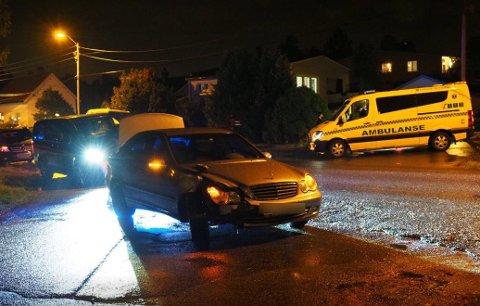 – Personene i bilen ute og trolig lettere skadet, skriver Øst politidistrikt i en kort melding klokken 22.15.