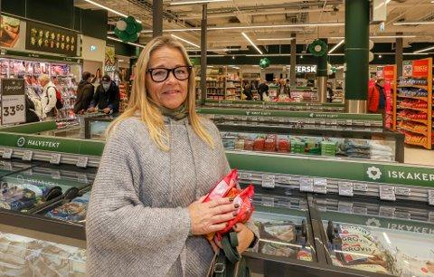 Ann-Kathrin Olaussen er fornøyd med at dagligvarebutikken i Torvbyen har åpnet dørene igjen.