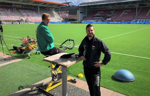 Håvar Jenssen på ergometersykkel sammen med Jørn Pedersen i FFKs medisinske apparat. Det er ingen grunn til å tro at det er noe alvorlig bak Jenssens lårskade.