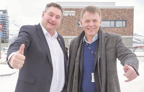 Fornøyde: Både ordfører Rune Edvardsen og banksjef Elling Berntsen er fornøyde med at bankbygget i Kjøpsvik nå skal få nytt liv som bibliotek. Foto: Terje Næsje
