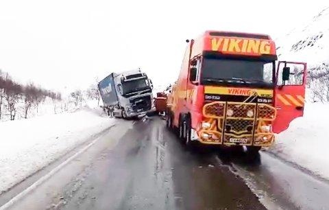 Trond Olsen i Viking bilberging har hatt åtte oppdrag med å hente opp tunge kjøretøy fra grøfta siste døgn.