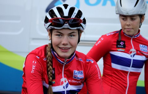 Blir «dansk»: 17-årige Martine Gjøs blir fortsatt å finne i HOC-drakt i Norge, men har nå skrevet kontrakt med det danske proff-laget Team Rytger. Foto: Per Erik R. Mæhlum/NCF
