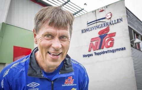 SKOLESTARTER: Norsk Toppidrettsgymnas og daglig leder og sportsdirektør Åge Steen vil åpne ungdomsskole, og satse mer på fysisk aktivitet for ungd   om som ønsker å være aktive. I tillegg kan de beste, både skolefaglig og idrettslig, også få hospitere på toppidrettsgymnaset.FOTO: JENS HAUGEN