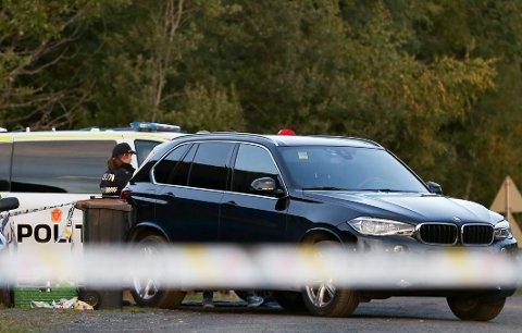 Elverum  20180915. Politiet var lørdag ettermiddag fortsatt på stedet der to personer fredag kveld ble funnet døde i en bolig i Elverum. Foto: Fredrik Hagen / NTB scanpix