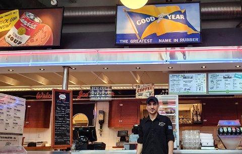 - På tirsdag hardde vi fem gjester, forteller Sabor Tayik på Joe`s Diner.