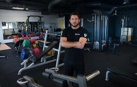 FRIVEKT: Nick Robin Kleppe har investert mye penger i de nye lokalene, blant annet i dette frivektrommet.