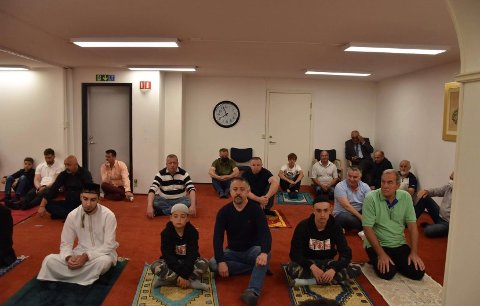MENN OG KVINNER: Den nye moskeen blir en plass for både menn og kvinner.