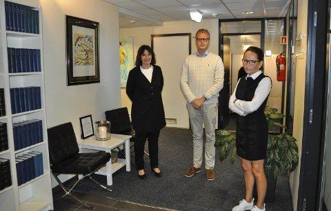 NYE LOKALER: Inger Marie Støen, Bendik Støen Thoresen og Line Jacobsen Vestengen har flyttet inn i nye lokaler i Gran sentrum.
