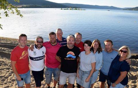 I FJOR: Dette bildet av arrangørene ble tatt etter fjorårets festival: Per Anders Bjørklund, Hans Ole Braathen, Ole Henrik Pedersen, Atle Jakobsen, Bård Brørby, Espen Hagen, Aina Nordlund, Randi Grasbakken, Øyvind Løvaas og Veronica Stokkvold.