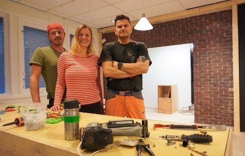 EN DRØM: F.v Artur Kabat, Karolina Weisbrodt og Adam Sjøberg vil sørge for ferske bakervarer når Hadelandsbakeriet gjenåpner i desember.