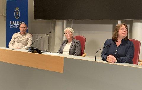 Kommunedirektør Roar Vevelstad, ordfører Anne-Kari Holm og kommuneoverlege Kjersti Gjøsund.