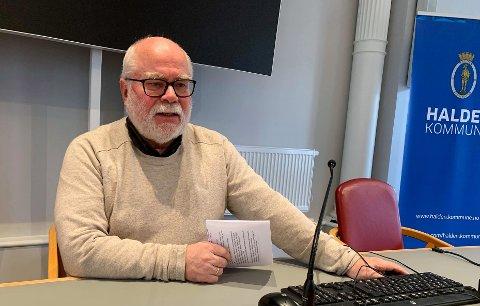 NYTT TILFELLE:  Kommuneoverlege Halvard Bø sier at de nå tester omtrent 25 personer hver dag i Halden. Men det er ikke påvist noen nye tilfeller siden 23. mai.