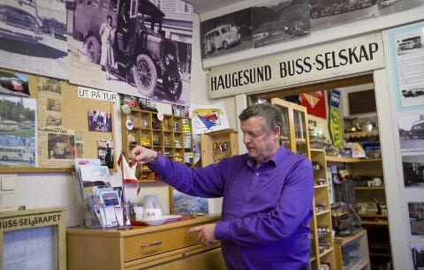 Alt mulig: Hver en centimeter av lokalene er fylt av rutebilhistorie, og annet kjekt som Olav Svandal har tatt vare på, funnet eller fått tak i. HSD-vimpel og ferje-kaffekopp, gamle bilder og kontormaskiner.
