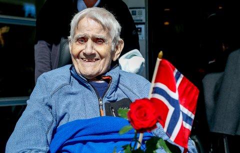 FLYTTER: Jens Rødde (84) gleder seg til å flytte til Vea sykehjem.